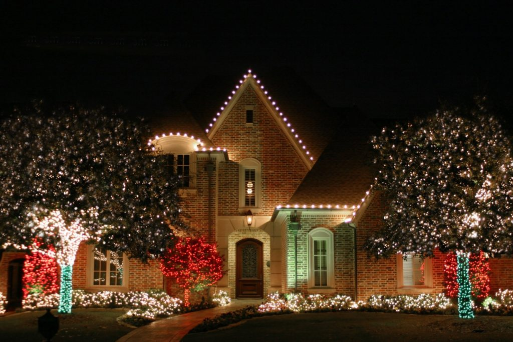 holiday lighting installation services - Professional Outdoor Christmas Decorations